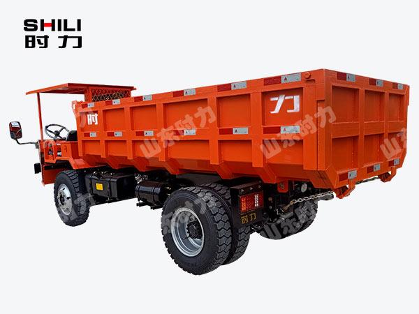 侧驾8吨矿用四不像车后面